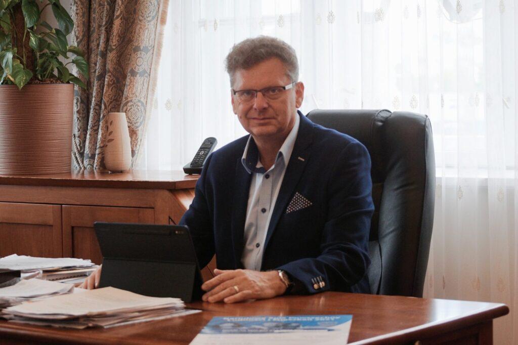 Zdjęcie Burmistrza Aleksandrowa Łódzkiego Jacka Lipińskiego zachęcającego do udziału w Narodowym Spisie Powszechnym Ludności i Mieszkań 2021